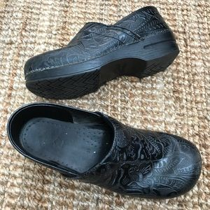 Dansko Clogs Black Tooled Shoes Women's 41 Sz 11
